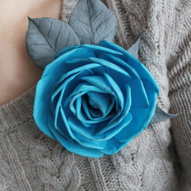 Брошь из фоамирана в виде бирюзовой розы