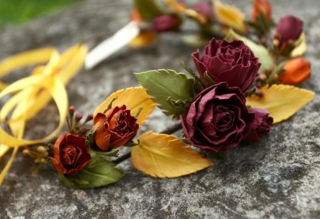 Великолепный ободок с фоамирановыми розами в теплых осенних тонах