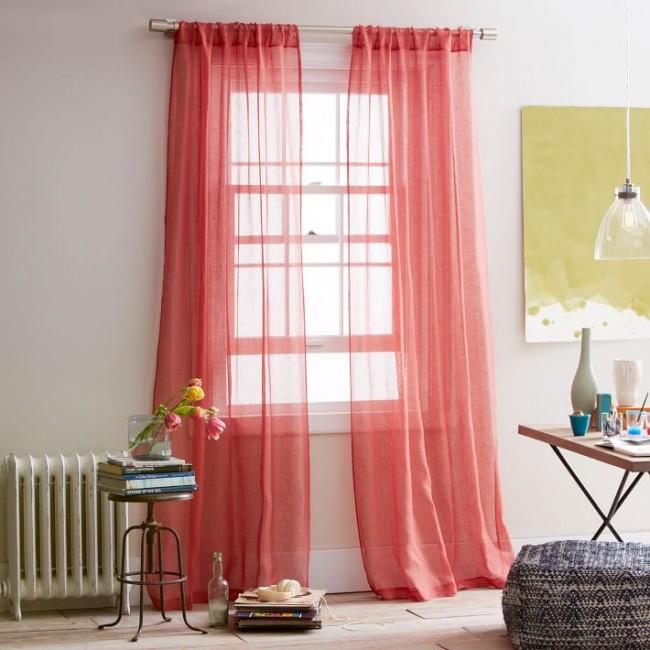 Полупрозрачные шторы изо льна красного цвета