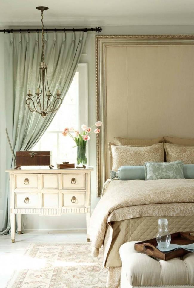 Нежные фисташковые и бежевые оттенки в спальне