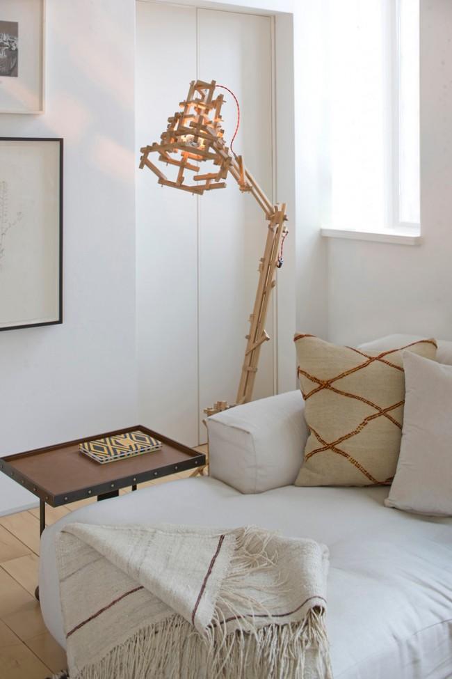 Дизайнерский эксперимент: деревянный торшер в форме современной настольной лампы