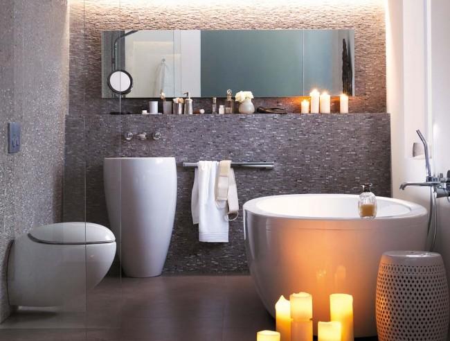 Маленькая нестандартная ванна тоже вполне подходит для релаксирующей обстановки