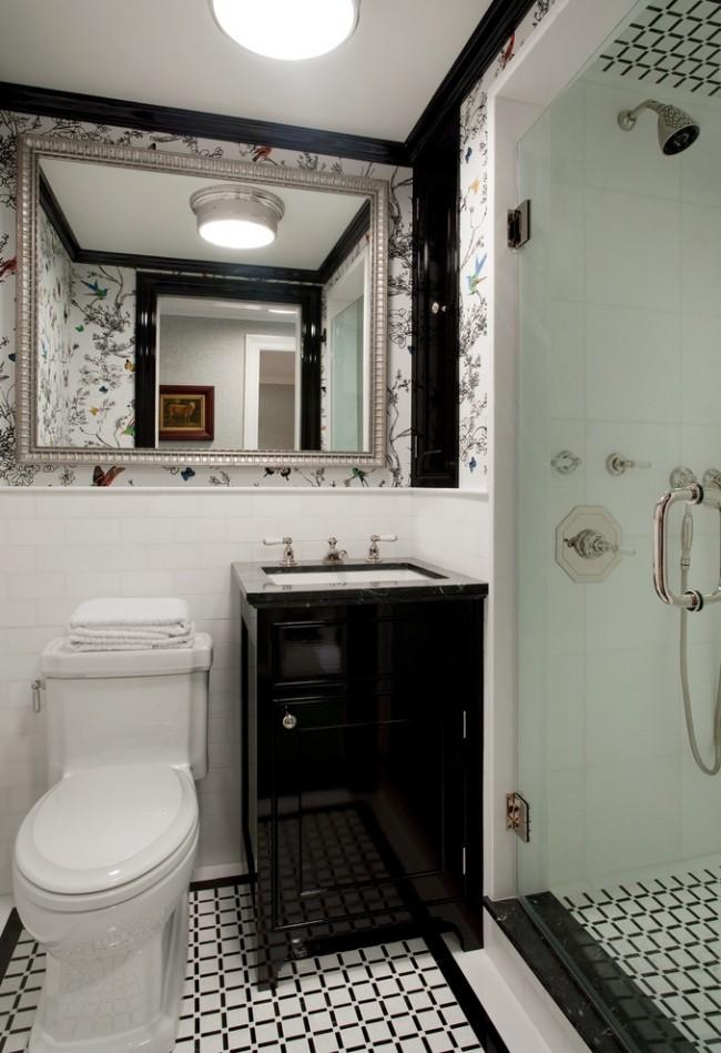 Большое зеркало в тонкой рамочке украсят классическую ванную комнату с душевой