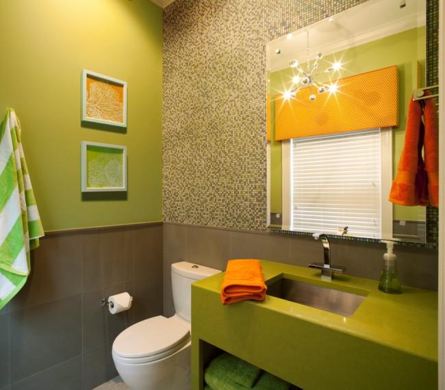 В одной ванной комнате возможно совместить несколько отделочных материалов, от дорогого до более простых, затратив при этом меньшие средства