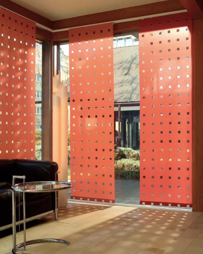 Оригинальная перфорация в панельных шторах, для большей освещенности