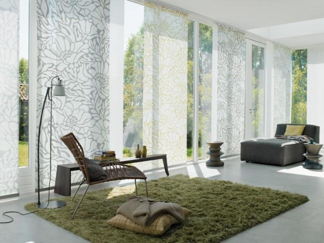 Японские шторы, даже с рисунком – идеальный вариант для любителей минимализма