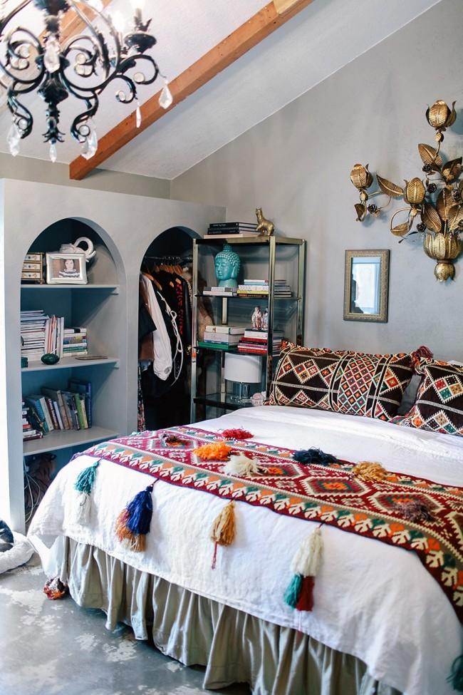 Влияние стиля 1970-х в интерьере небольшой спальни