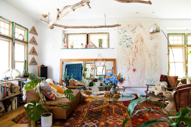 Гармоничное сочетание бохо и эко-стиля в дизайне гостиной