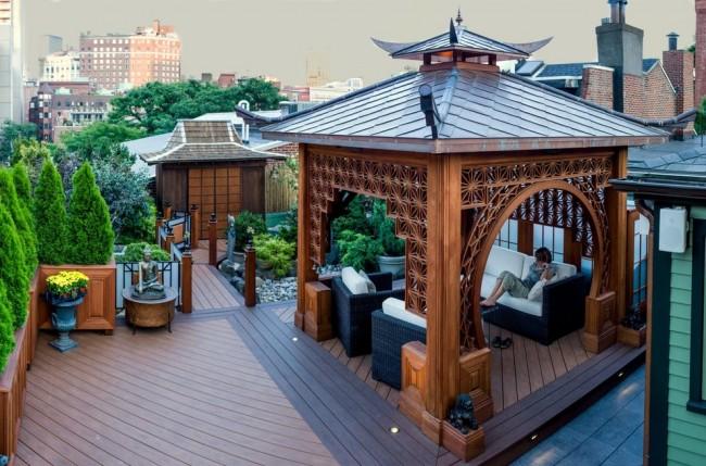 Беседка в восточном стиле на крыше многоэтажки