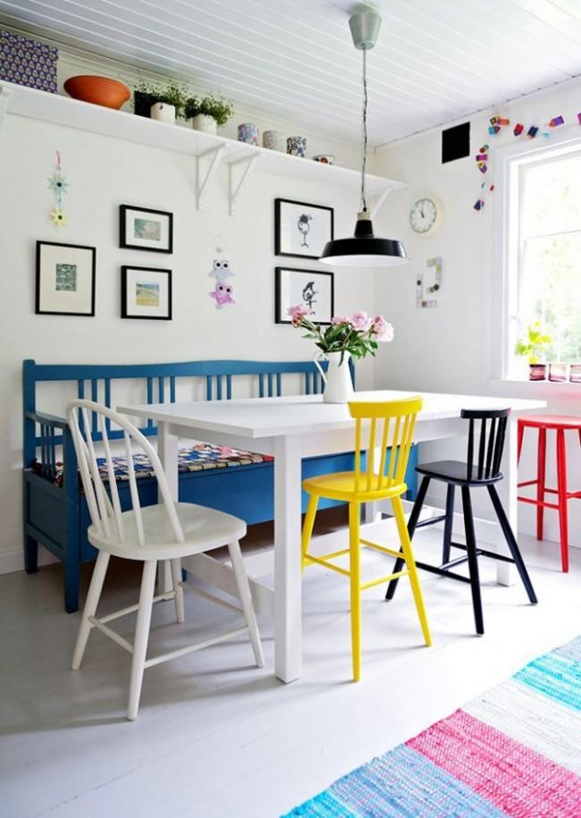 Диванчик в виде скамьи идеально подойдет для дачного, загородного домика или квартиры в кантри-стиле