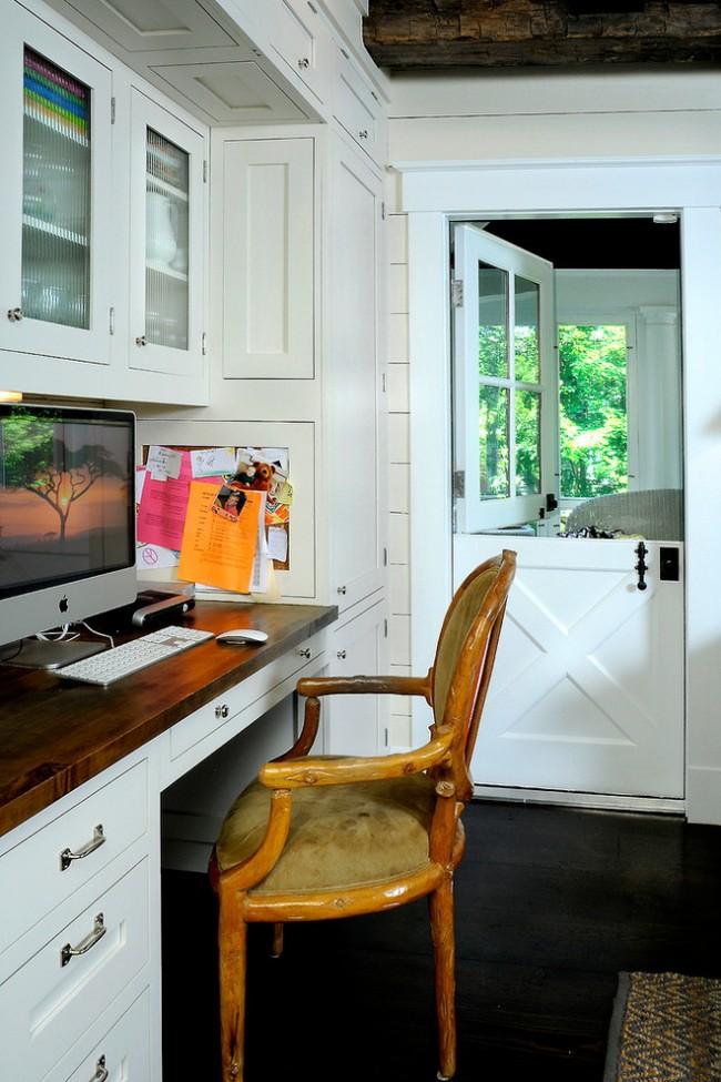 Голландская (конюшенная) дверь. Две части, верхняя и нижняя, открываются независимо друг от друга