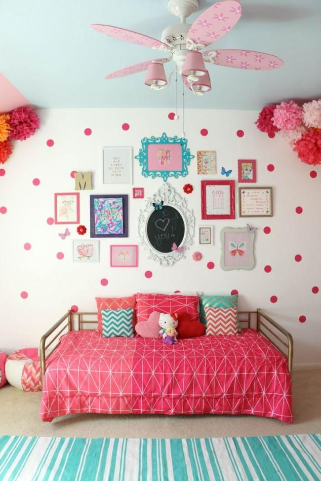 Картины, грамоты, рисунки - в детской на стенах уместно это всё и сразу