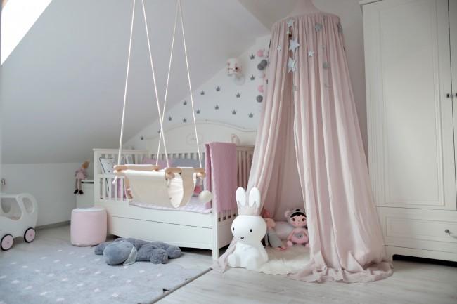Комната малышки в светлых оттенках