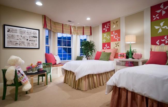 Красивый подбор цветов в текстиле и настенном декоре для целостного оформления комнаты. Это станет залогом развития отличного вкуса у ваших детей
