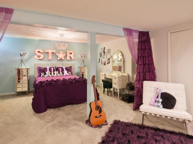 Пурпурные тона в комнате подрастающей рок-звезды