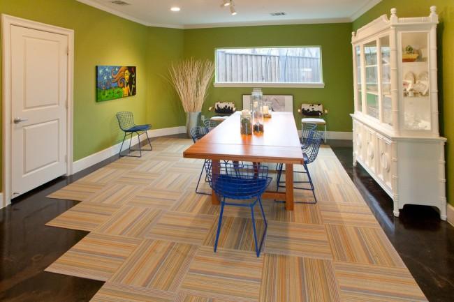 Контрастные оттенки напольного и коврового покрытий в кухне