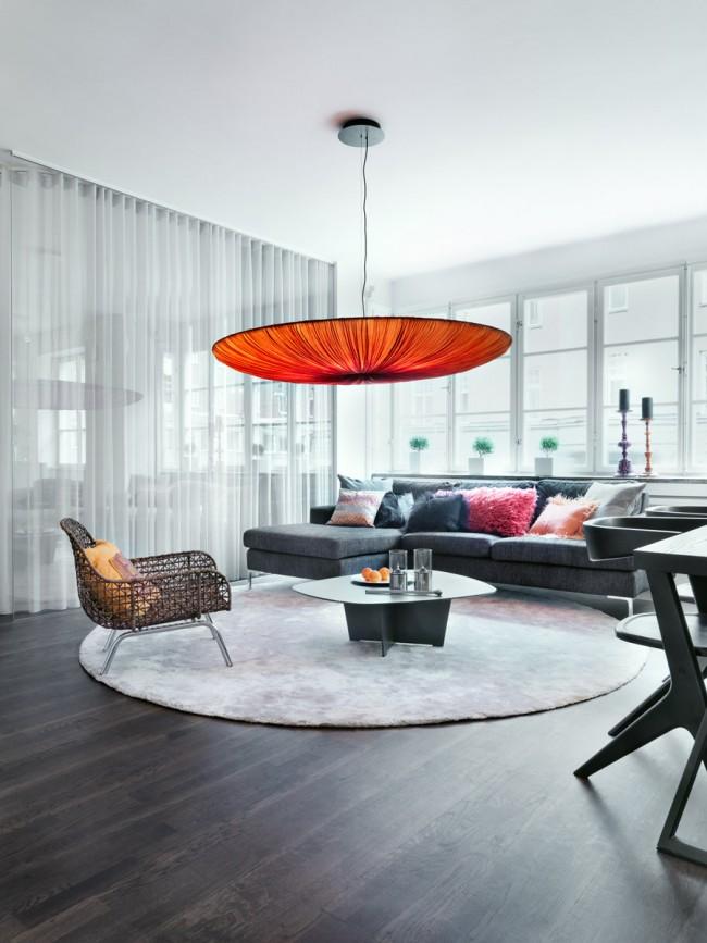 Выделение зоны отдыха в гостиной с помощью ковра
