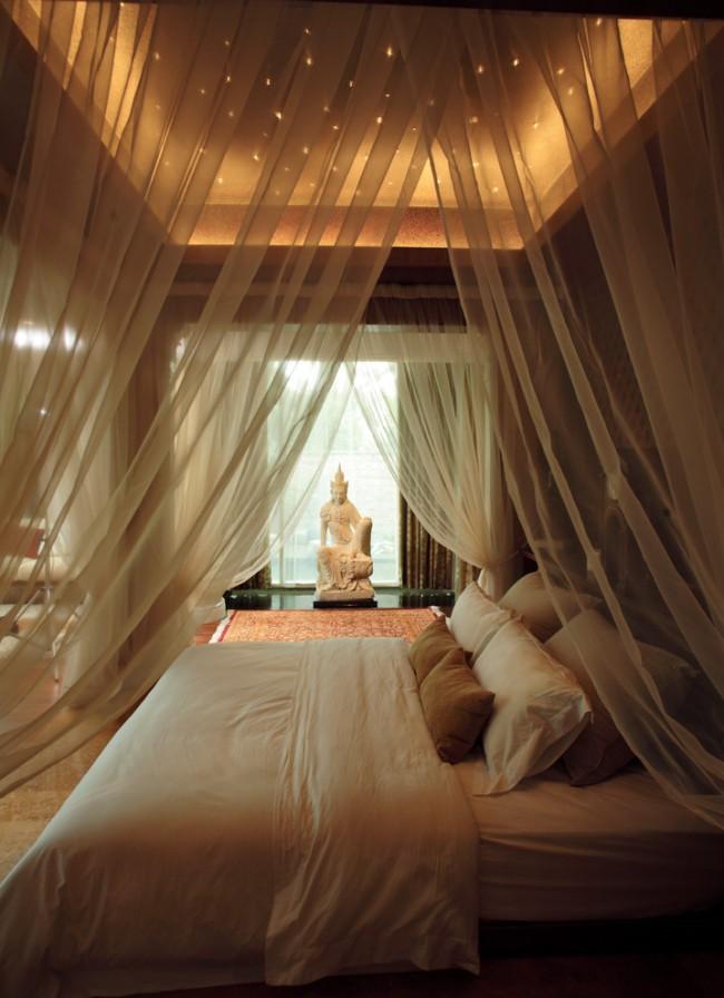 Непременный атрибут спальни в островных отелях жарких стран