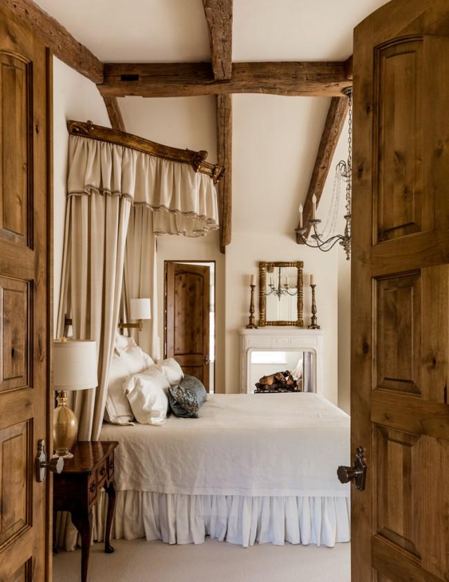 Балдахин-корона в прованской спальне