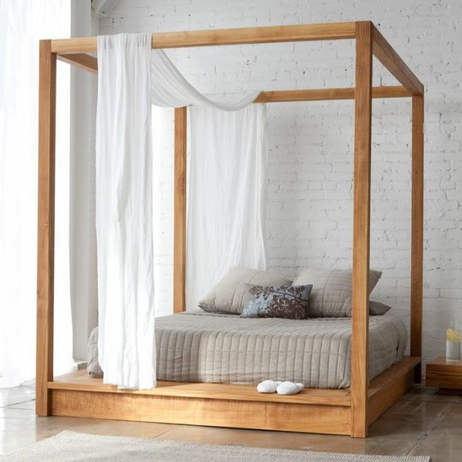 Сейчас цельная конструкция кровати с балдахином - одна из самых популярных готовых идей для просторных спален