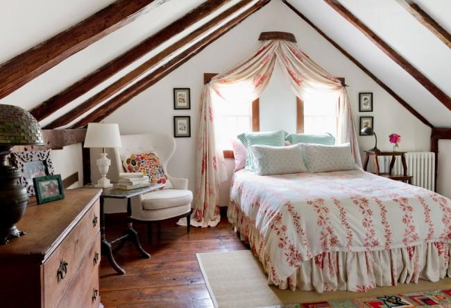Закрепить балдахин также можно у изголовья кровати под окном