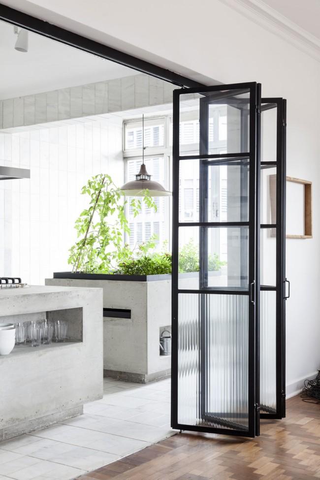 Новинка в мире дверей - стеклокаркасная дверь с механизмом складывания по принципу гармошки