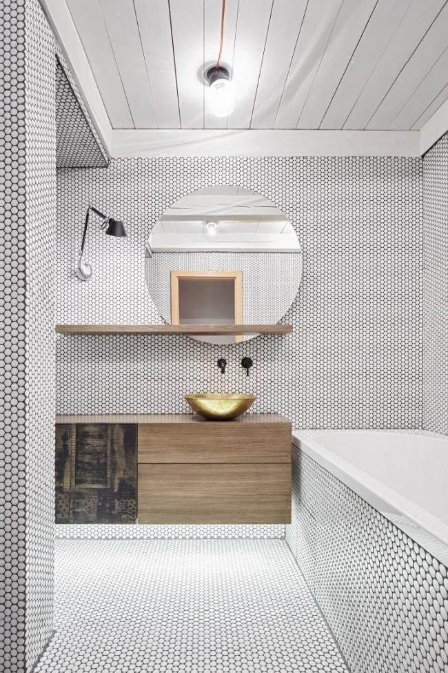 Модная шестиугольная и круглая форма мозаики отлично подойдет и для интерьера в стиле минимализм