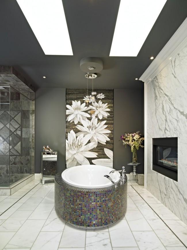 Облицовка мозаикой экрана ванны в классическом интерьере