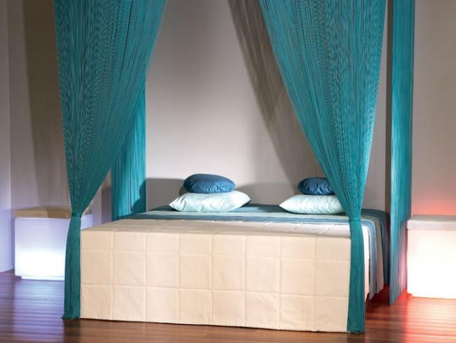 Нитяная штора может стать отличным балдахином для вашей кровати