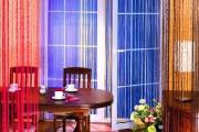 Фото 17 Нитяные шторы: 55 альтернативных идей с кисеей взамен традиционных занавесей (фото)