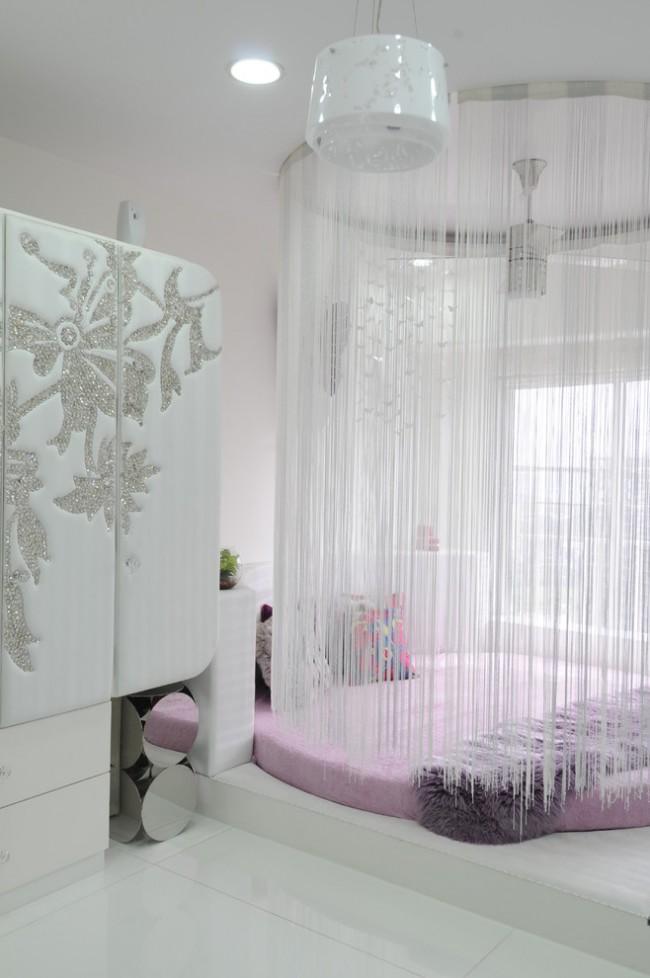 Создание спальной зоны с помощью веревочных штор