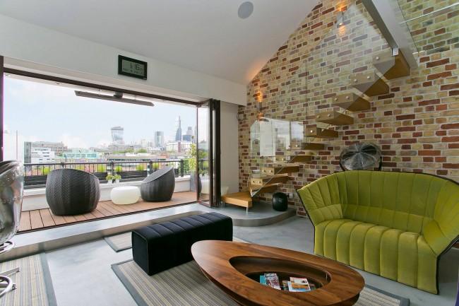 Демократичный модерн в интерьере красивой гостиной