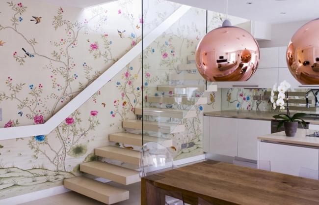 Кухонная мебель и обои в одной цветовой гамме