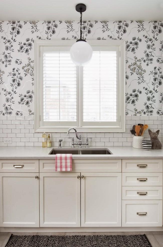 Одно из самых важных качеств кухонных обоев - они должны быть моющимися