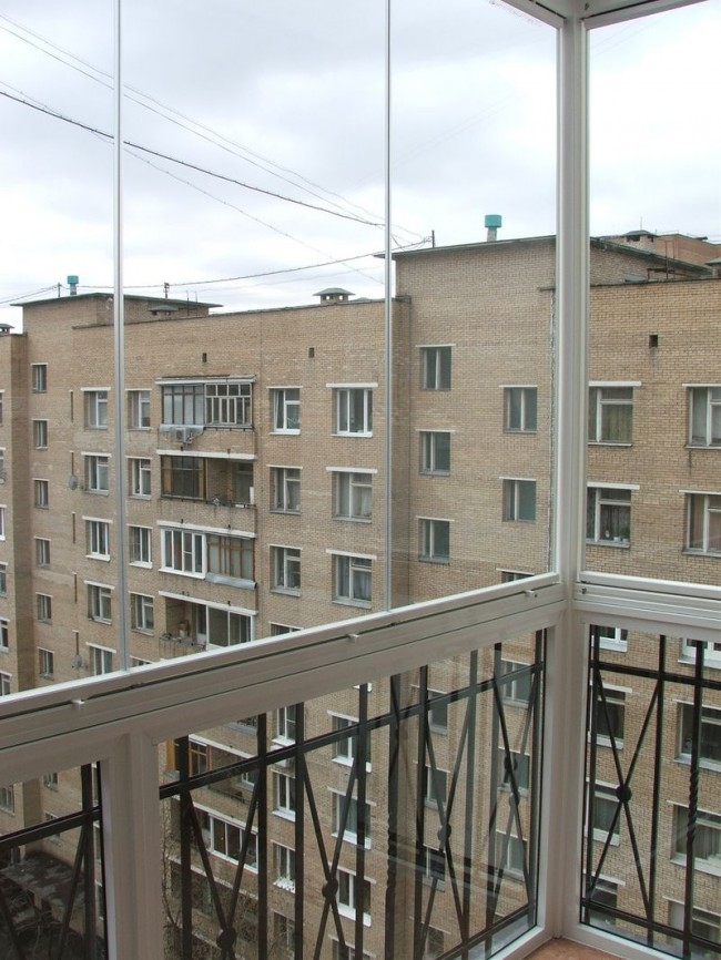 panoramnoe_osteklenie_lodzhii_6_sposobov_08