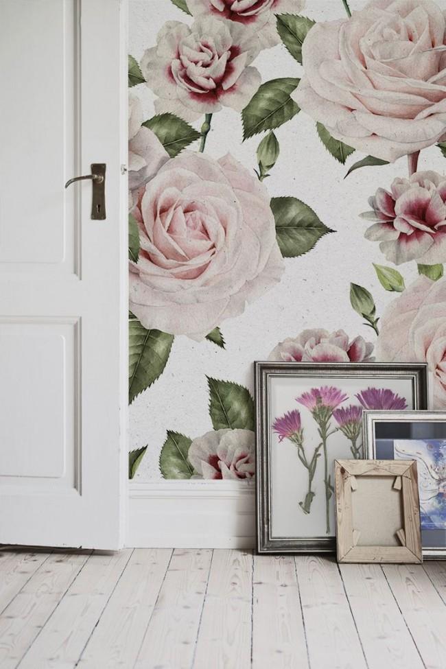 Нежные прованские бутоны роз в спальне