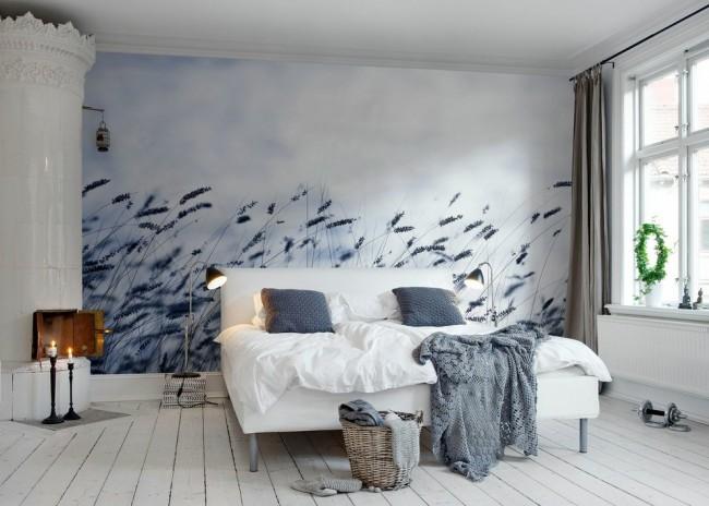 Скандинавская светлая спальная комната в холодной гамме
