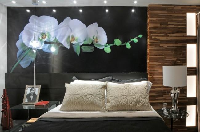 Игра света от торшера в спальне и макро-фото ветки белой орхидеи на черном фоне