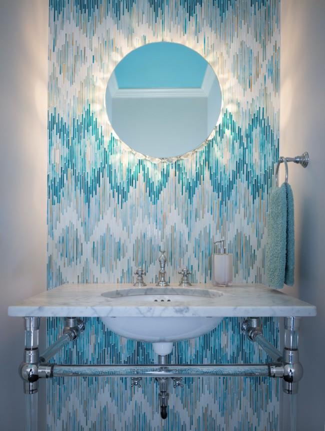 Нежные морские оттенки мозаичной плитки, рисунок которой создает иллюзия движения потоков воды