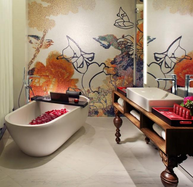 Абстрактные зарисовки из очень мелкой мозаичной плитки в ванной в японском стиле