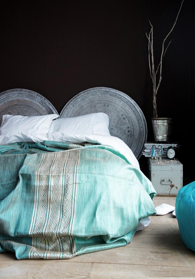 Плотное жаккардовое покрывало станет украшением вашей кровати