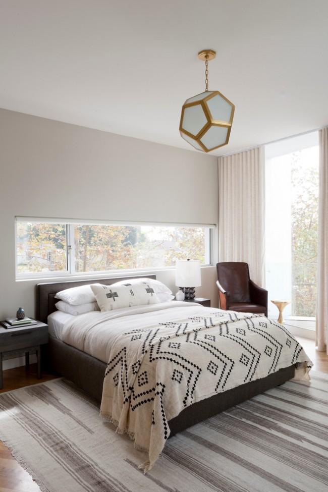 Льняное узорчатое покрывало в тон с интерьером спальной комнаты
