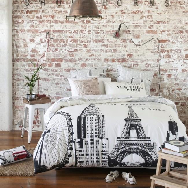 Черный рисунок на белом не перебивает общий стиль комнаты