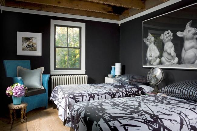 Черные кляксы на белом фоне: подходящее убранство спальни для двух братьев школьного возраста