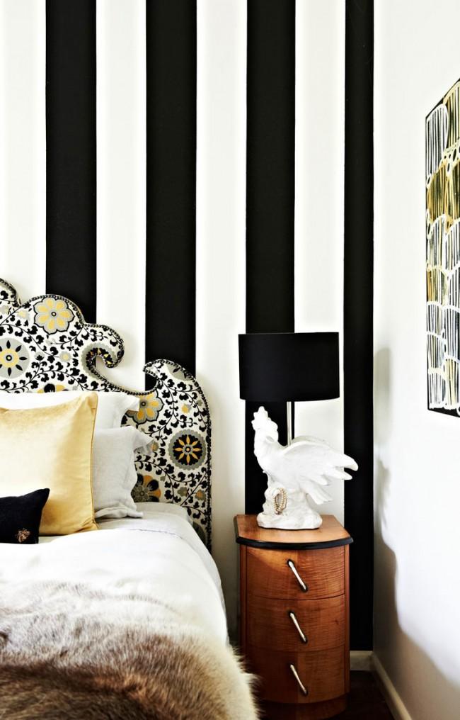 Широкая контрастная полоска, расширяющая пространство комнаты