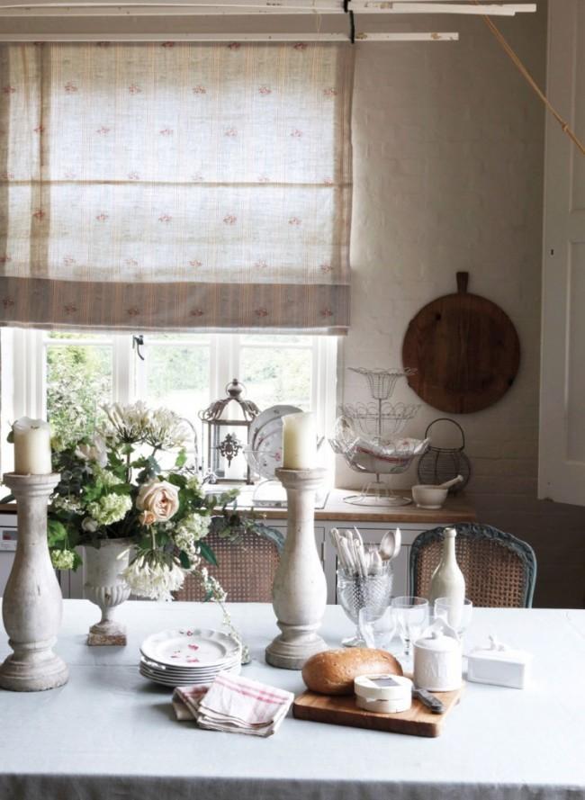 Тонкие легкие шторы в прованской кухне