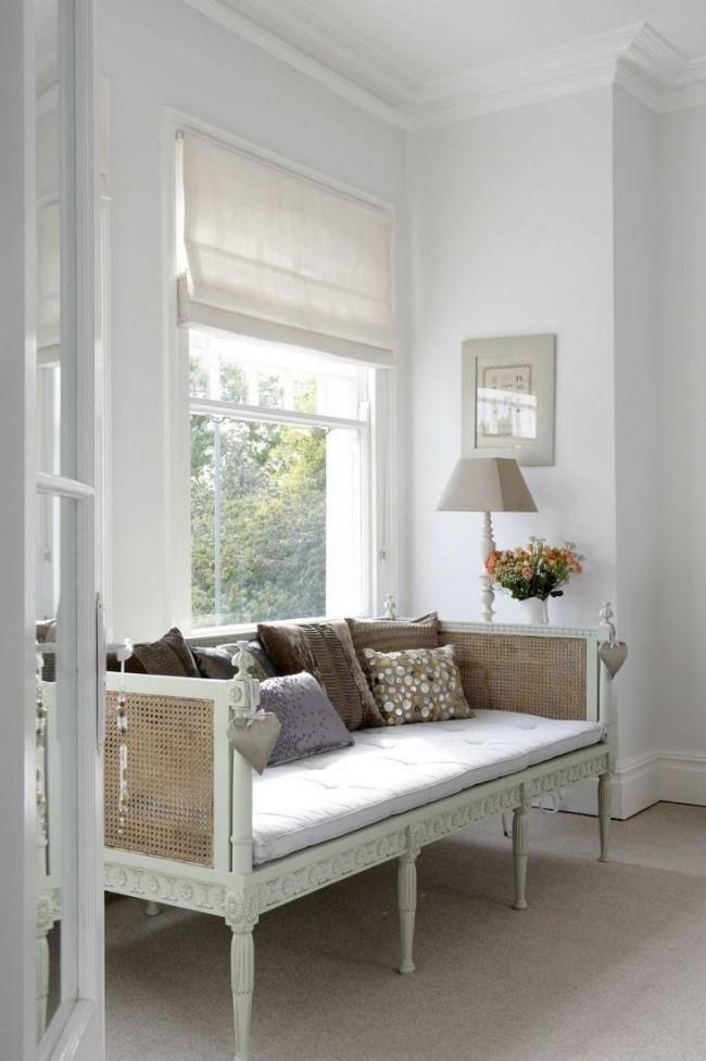 Нежная белая римская штора в стиле прованс