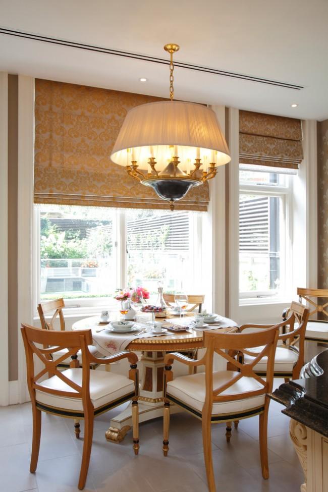 Римские шторы из парчи в столовой в стиле ампир
