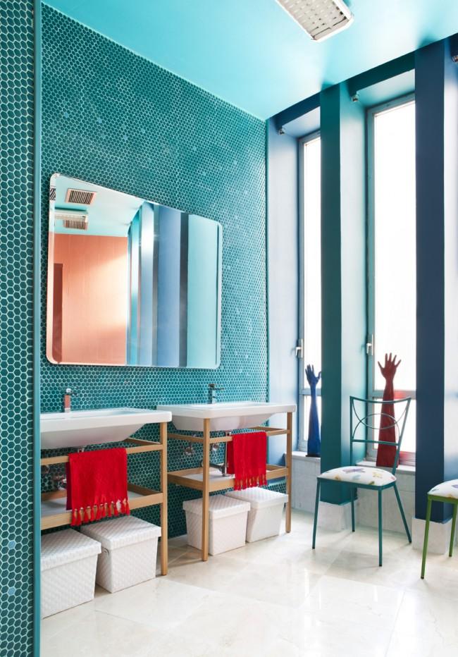 Бирюзовый цвет буквально создан для ванной комнаты