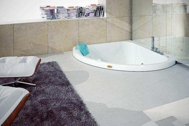 Встроенная угловая гидромассажная ванна